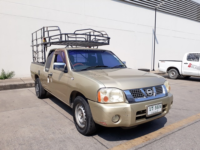 2004 NISSAN FRONTIER CAB